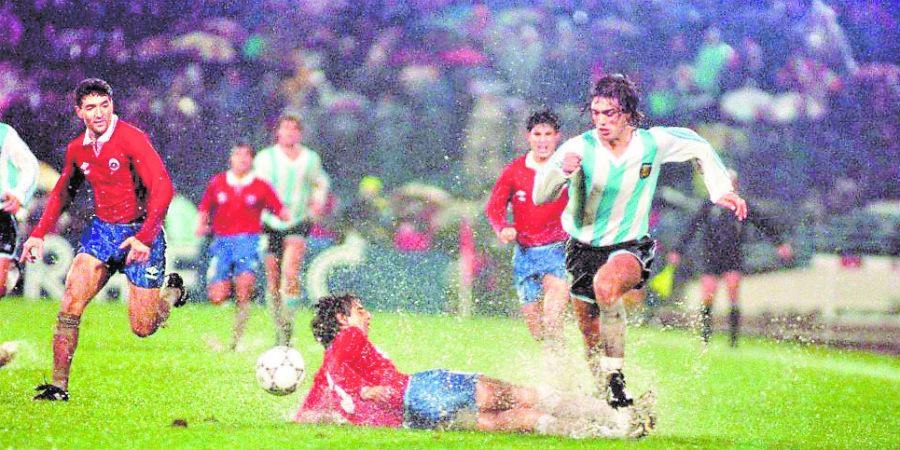 Bajo una intensa lluvia, Chile y Argentina igualaron 0-0 en 1991.